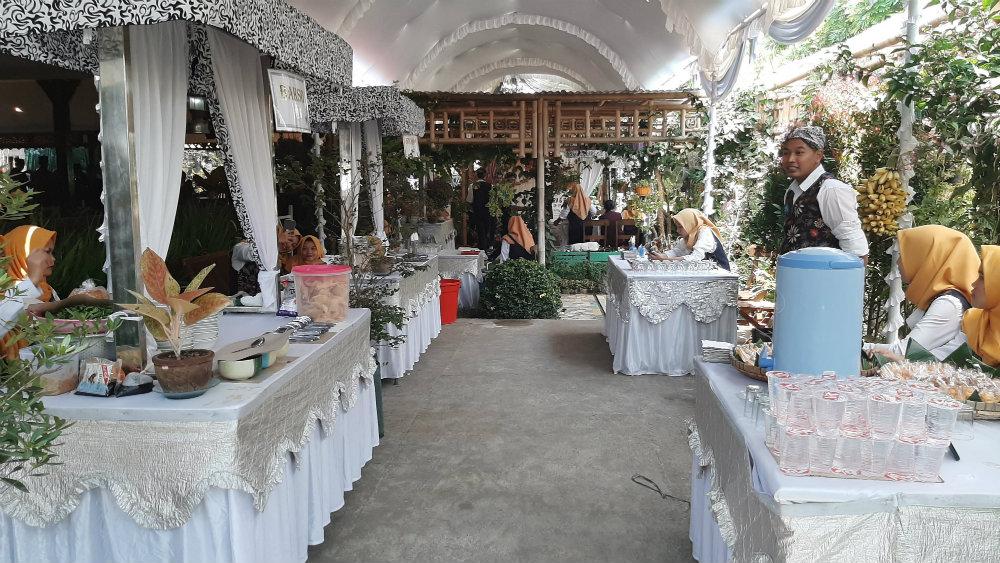 Area Stall outdoor Ulam Sari